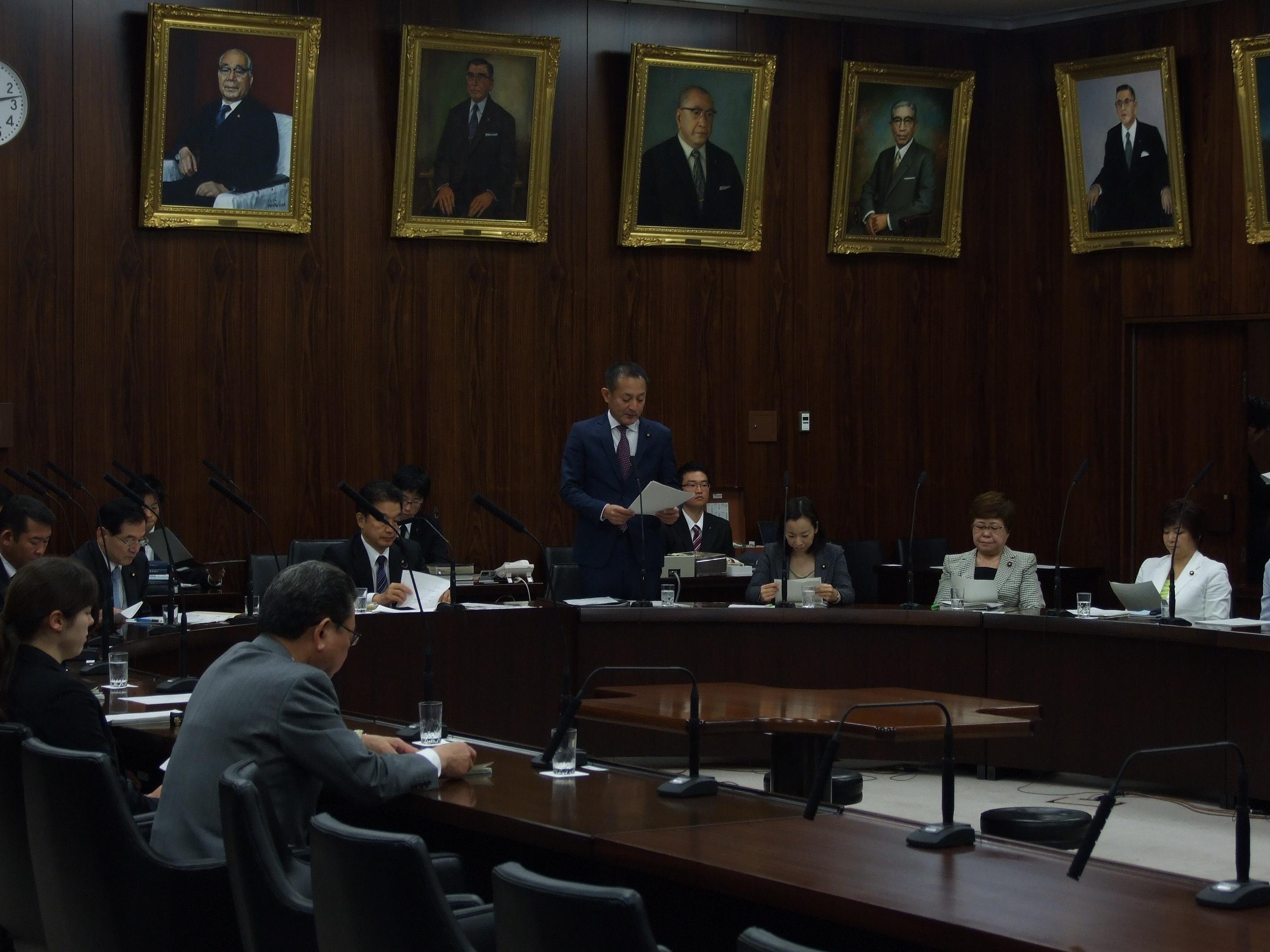 不登校対策充実や夜間中学校の設置促進を定めた法案が委員会で可決されました。