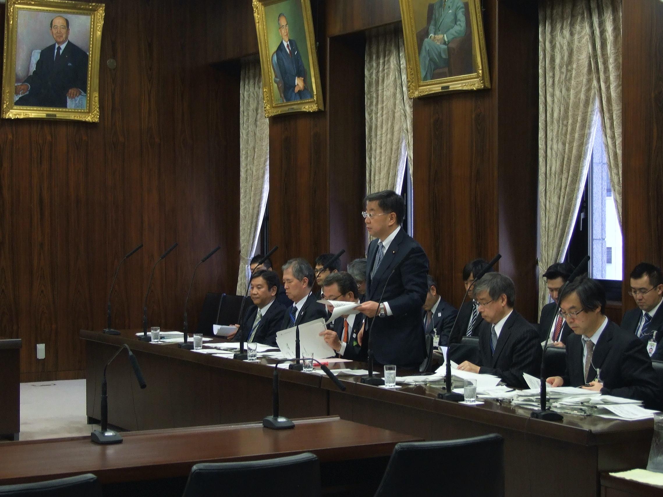 文科大臣と、森友問題、教職員の多忙化解消について議論。