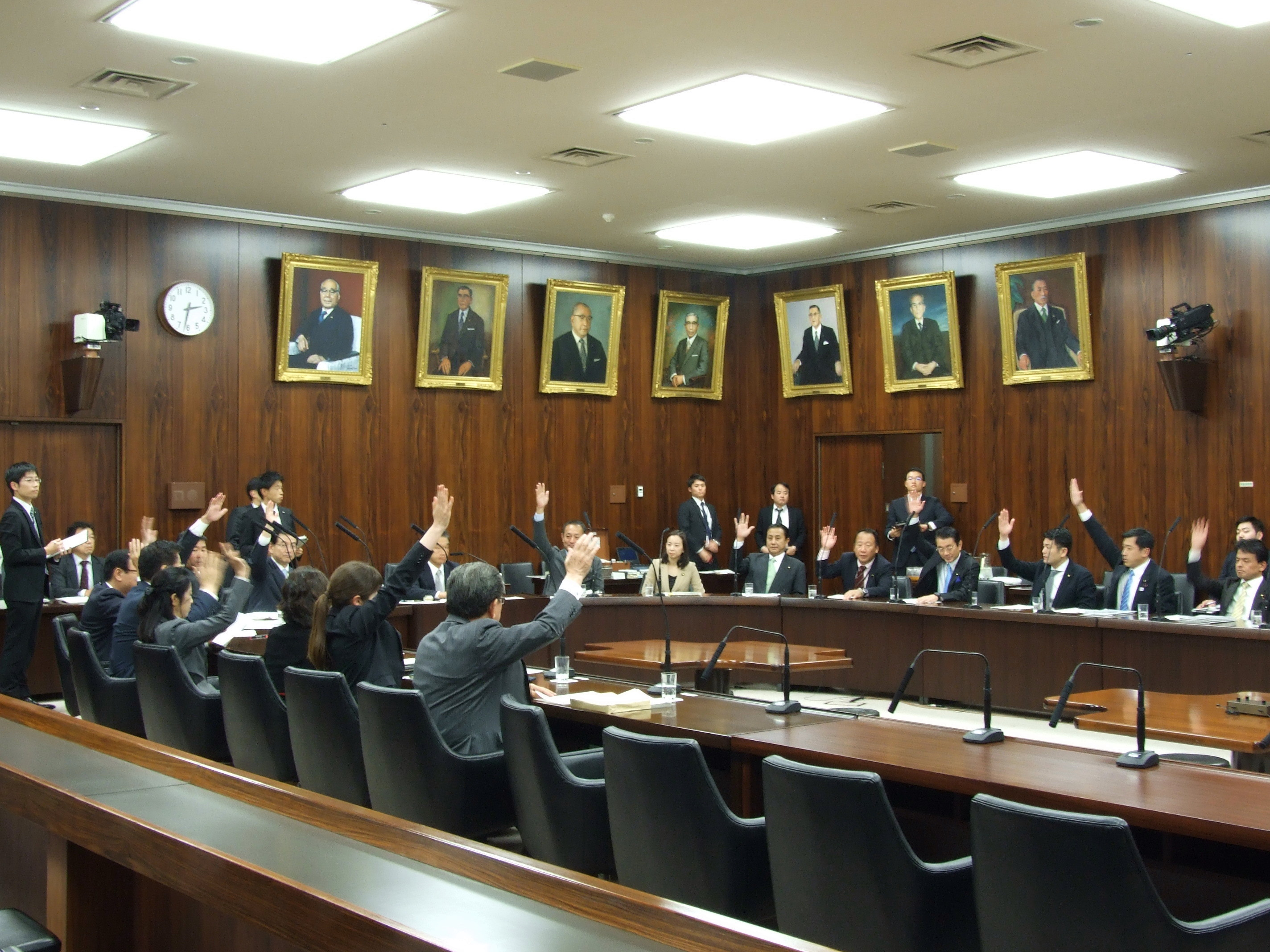 文教科学委員会、教育公務員特例法等の一部を改正する法律案可決